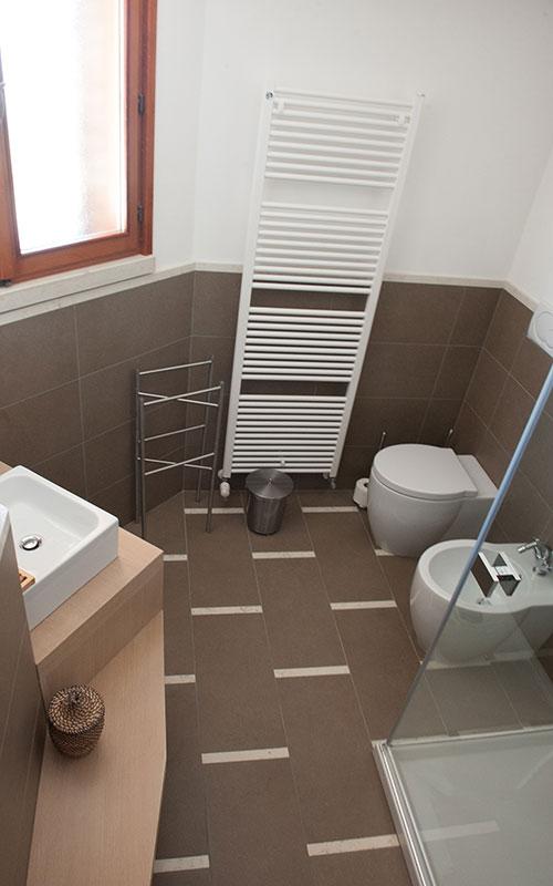 recupero appartamento casa anni 70 bagno